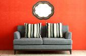 Grå soffa — Stockfoto