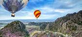 Lanscape of mountain and balloon — Stock Photo