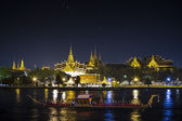 Thai's king palace with goldent guard ship — Stock Photo