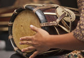 Playing the Thai drum — Stock Photo