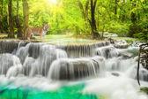 Erawan cascata nella provincia di kanchanaburi — Foto Stock