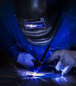Worker welding the steel part — Foto Stock
