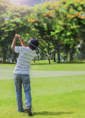 Male golf player teeing-off golf ball — Stock Photo