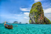Boat on Railay beach — Stock Photo