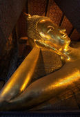 Reclining Buddha gold statue face — Stockfoto