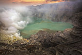 Sulphatic lake in a crater of volcano Ijen — Stock Photo