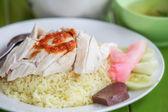Arroz cozinhado com sopa de galinha — Foto Stock
