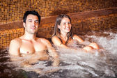 Couple relaxing in a spa — Stock fotografie