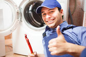 Technician repairing a washing machine — Stockfoto