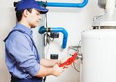 водопроводчик на работе — Стоковое фото