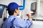 Plumber at work — Stockfoto