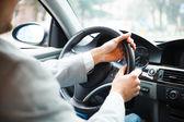 Uomo che guida la sua auto — Foto Stock