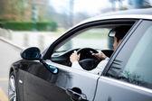 člověk řídit auto — Stock fotografie