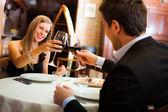 Pár v restauraci na večeři — Stock fotografie