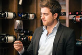 Man tasting a glass of red wine — Stock Photo