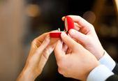 Nişan yüzüğü — Stok fotoğraf