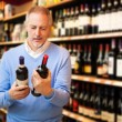 Man choosing wine - Foto Stock