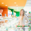 Woman shopping in a supermarket — Stock Photo