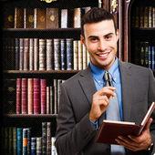 Empresário segurando sua agenda — Foto Stock