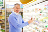 Man shopping at the supermarket — Stock Photo