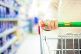Shopping i snabbköpet — Stockfoto