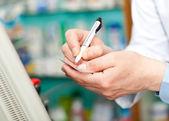 Farmaceut v práci — Stock fotografie