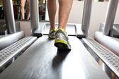 Hombre haciendo fitness — Foto de Stock