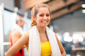 Girl smiling in a fitness club — Stock Photo