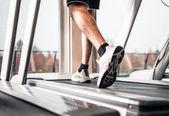 Man running on a treadmill — Stock Photo