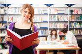 Students in a library — Fotografia Stock