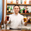 Bartender serving beer — Stockfoto #29930397