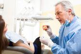 Dentist explaining a treatment — Stock Photo