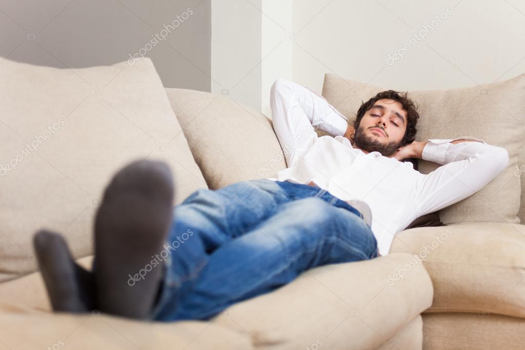 Человек на диване