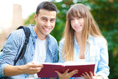 Two students studying in a park — Stock Photo