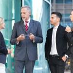 socios de negocios en un entorno urbano — Foto de Stock
