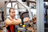 Man training in a fitness club — Stok fotoğraf