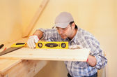 Carpenter using a bubble level — Stock Photo