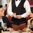 Kellner nehmen eines Auftrages — Stockfoto #34714635