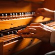 Man playing a church organ — Stockfoto