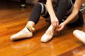 Ballerina puts on pointes — Stock Photo