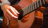 Mann spielt gitarre — Stockfoto