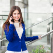 Woman talking on the phone — Stockfoto