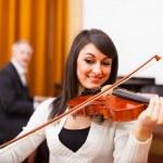 Woman playing violing — Stock Photo