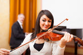 Woman playing violing — Stock Photo
