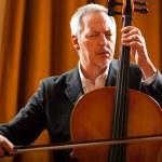 ������, ������: Man playing cello