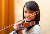 Musician playing her violin — Stock Photo