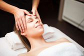 Woman enjoying a facial massage — Stockfoto