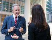 Obchodní lidé diskutovat — Stock fotografie
