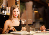 Couple eating at a restaurant — Stock Photo