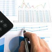 Pluma, calculadora y documentos financieros — Foto de Stock